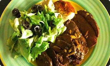Lamm mit Hummus und Zitronen-Oliven-Salat
